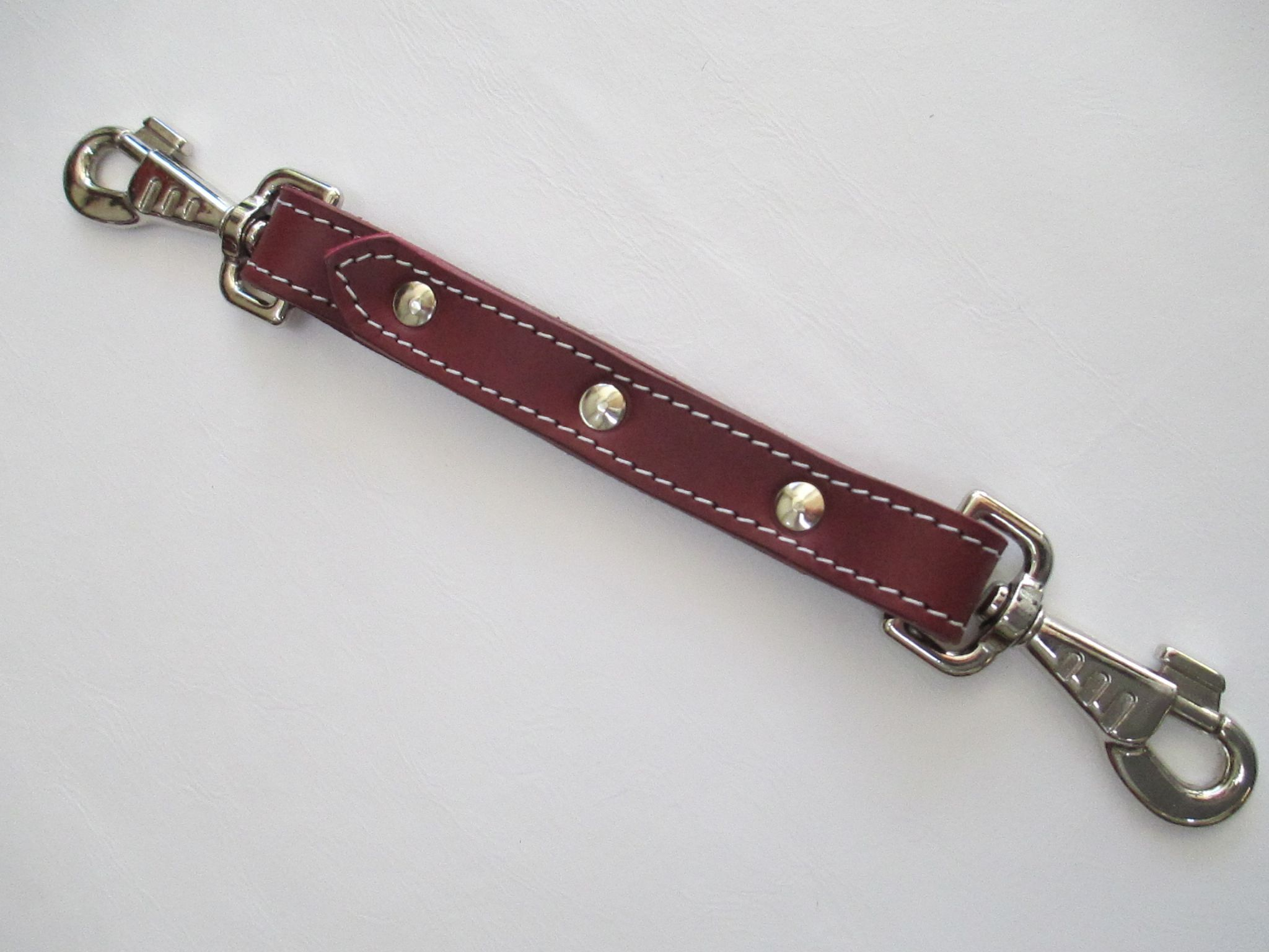 leather two point hogtie,